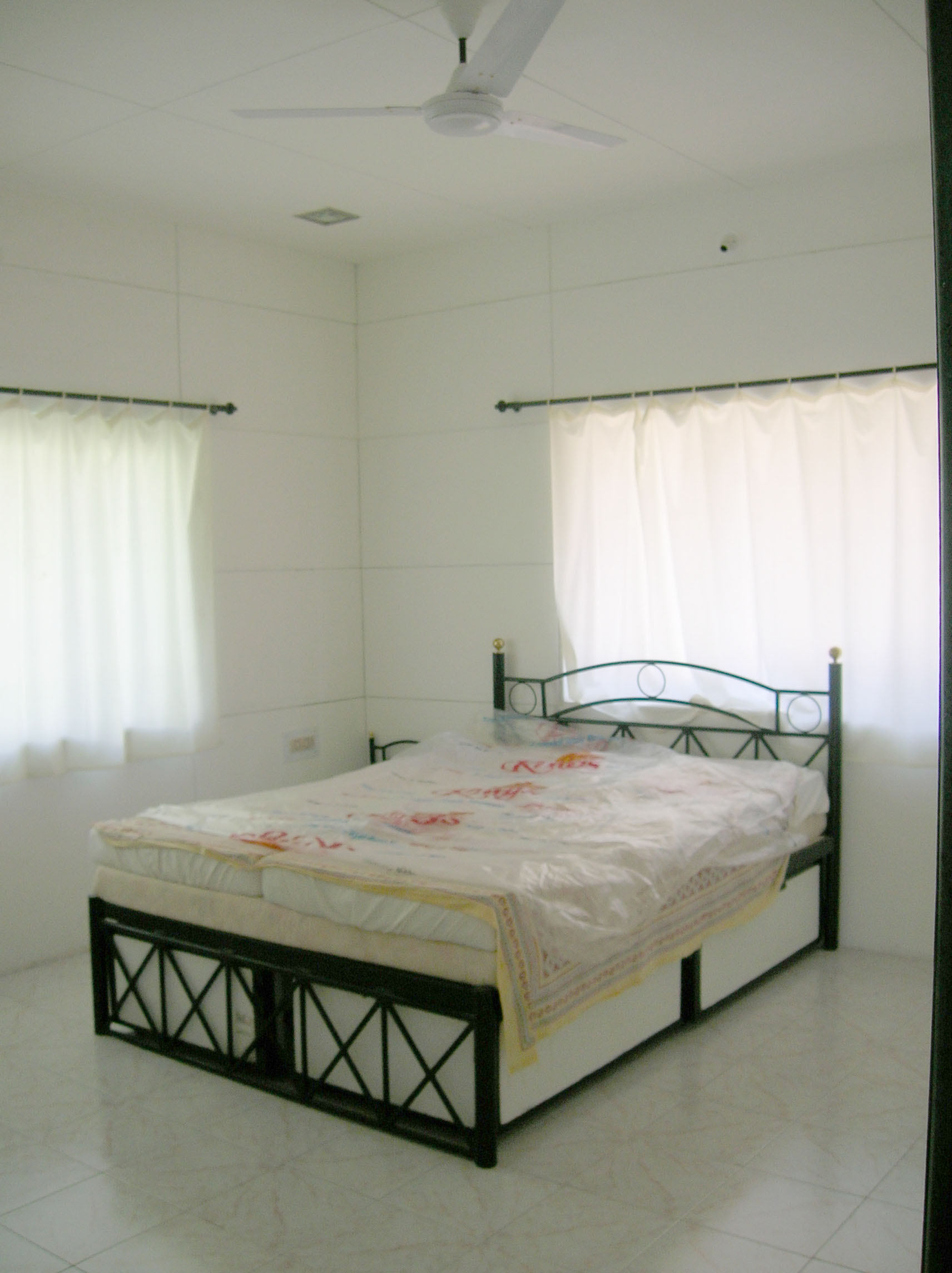 bedroom-cemply-flat-sheets